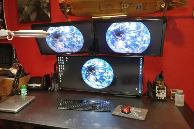 PC_Desk_UltlaWideMonitor23_49.jpg