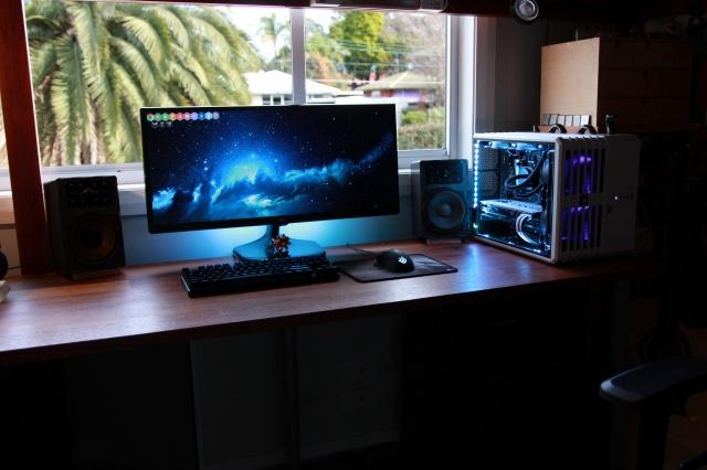 PC_Desk_UltlaWideMonitor23_54.jpg