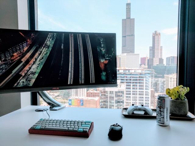 PC_Desk_UltlaWideMonitor23_58.jpg
