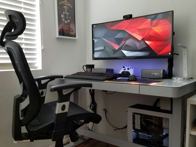 PC_Desk_UltlaWideMonitor23_64.jpg