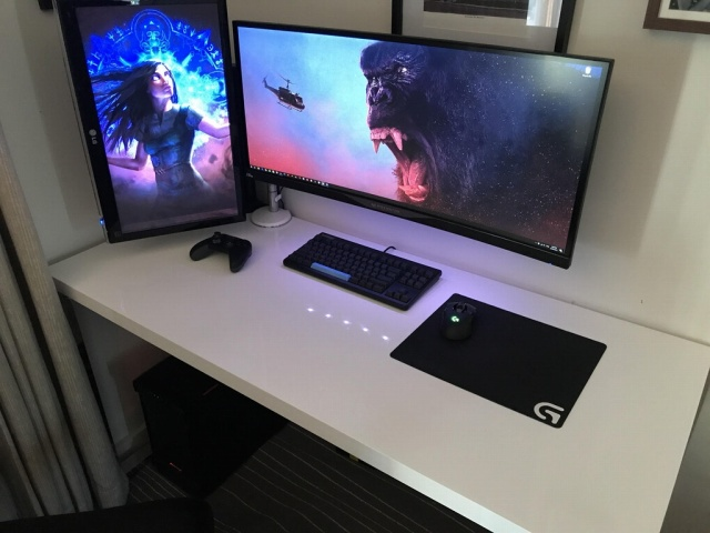 PC_Desk_UltlaWideMonitor23_80.jpg