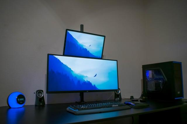 PC_Desk_UltlaWideMonitor23_83.jpg