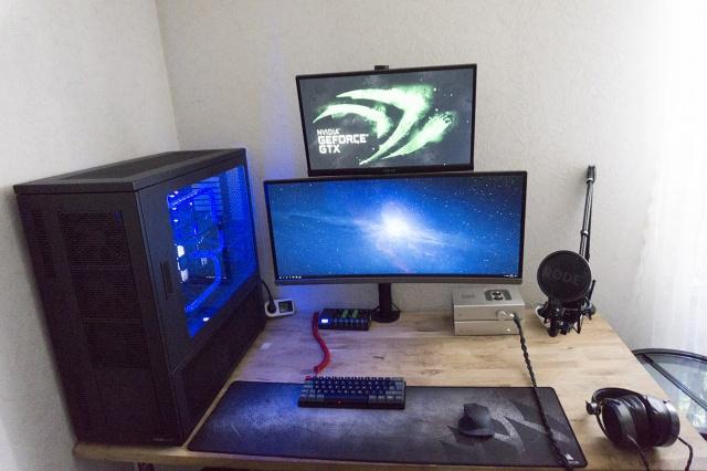 PC_Desk_UltlaWideMonitor23_84.jpg