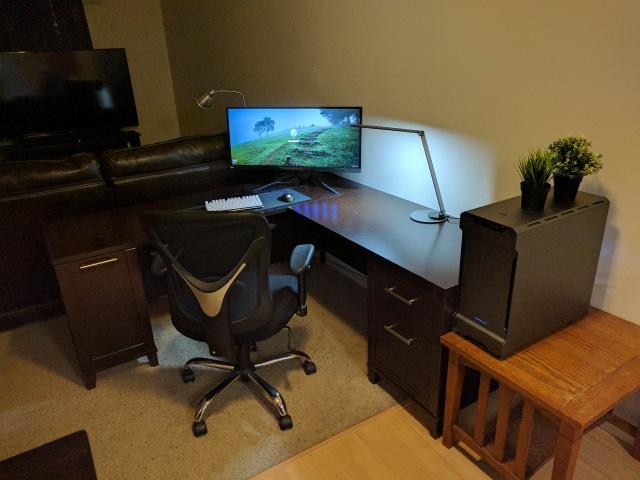 PC_Desk_UltlaWideMonitor23_88.jpg