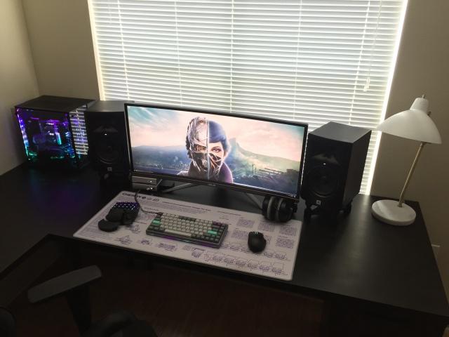 PC_Desk_UltlaWideMonitor23_89.jpg