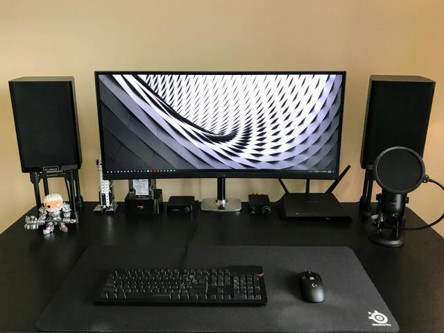 PC_Desk_UltlaWideMonitor23_97.jpg