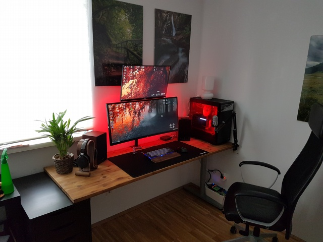 PC_Desk_UltlaWideMonitor24_33.jpg