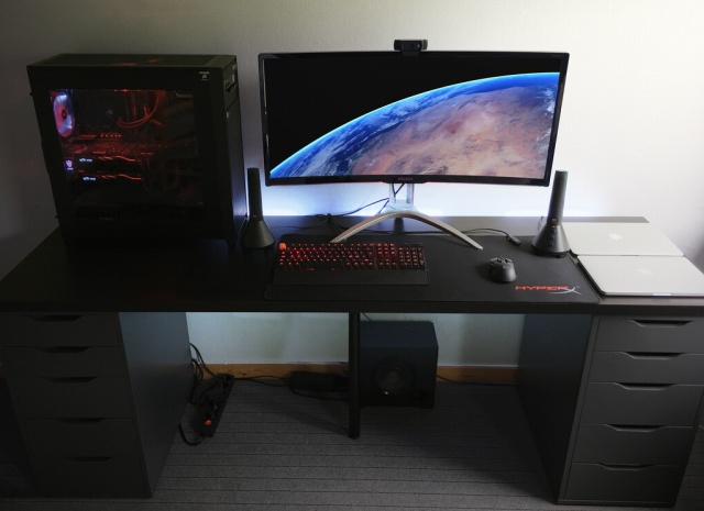 PC_Desk_UltlaWideMonitor24_40.jpg