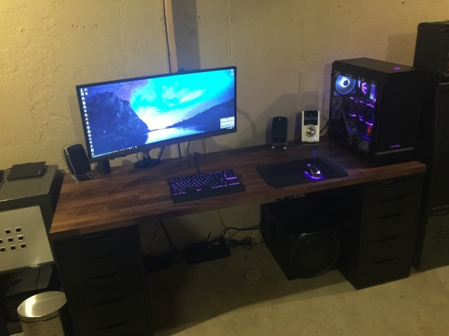 PC_Desk_UltlaWideMonitor24_49.jpg