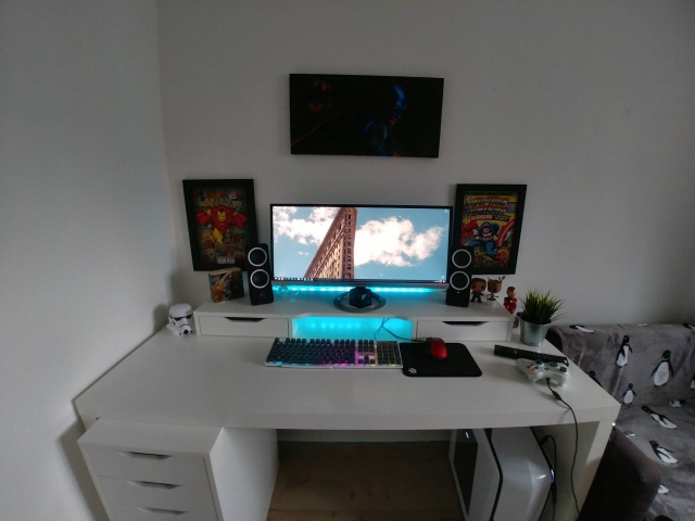 PC_Desk_UltlaWideMonitor24_51.jpg