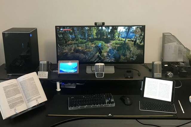 PC_Desk_UltlaWideMonitor24_53.jpg
