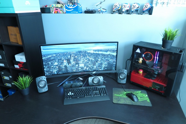 PC_Desk_UltlaWideMonitor24_87.jpg