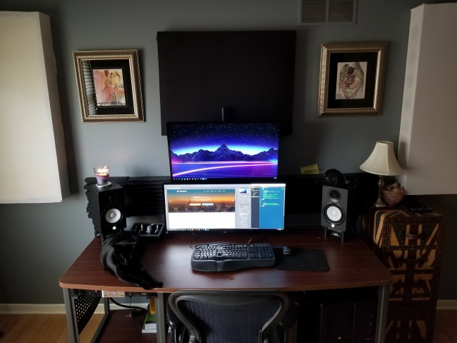 PC_Desk_UltlaWideMonitor24_97.jpg