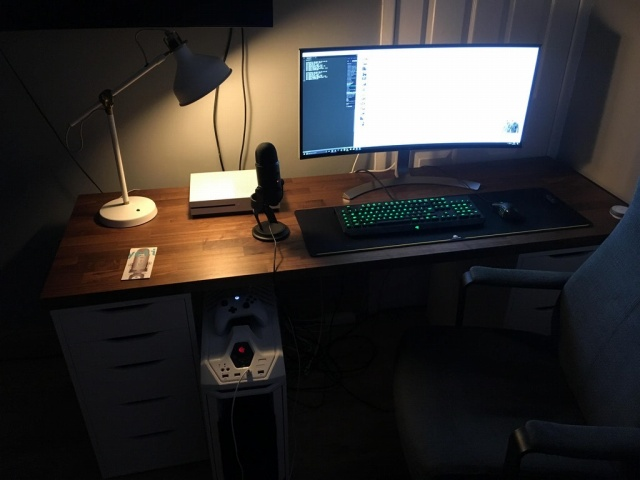 PC_Desk_UltlaWideMonitor25_19.jpg