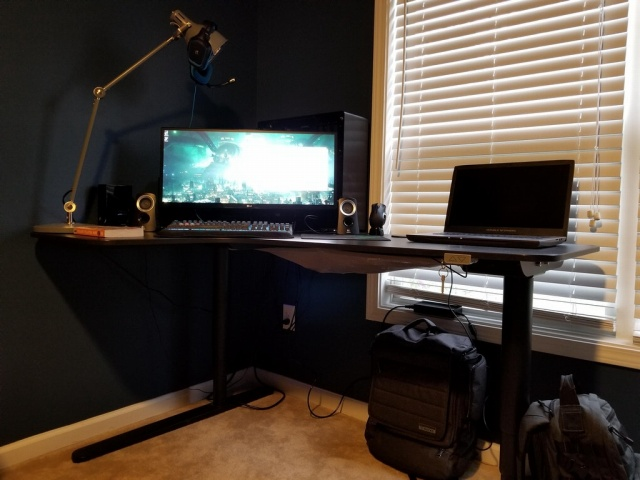 PC_Desk_UltlaWideMonitor25_20.jpg