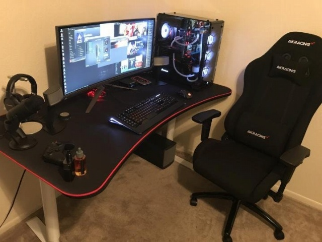 PC_Desk_UltlaWideMonitor25_39.jpg