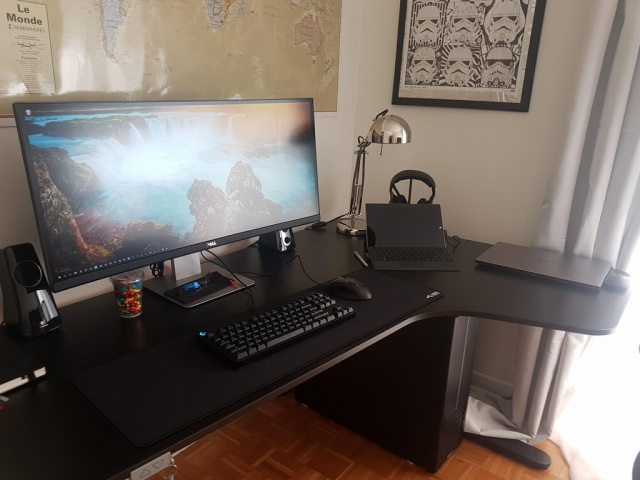 PC_Desk_UltlaWideMonitor25_50.jpg