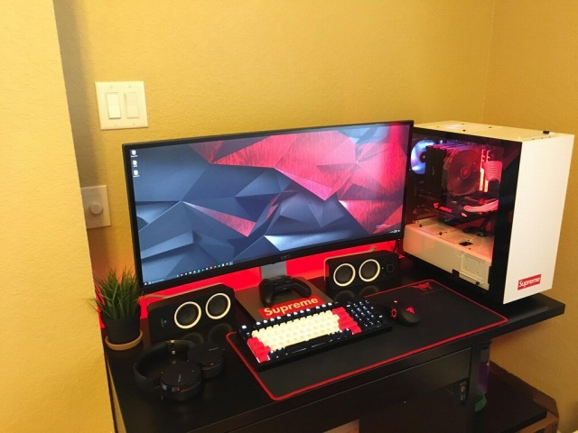 PC_Desk_UltlaWideMonitor25_53.jpg