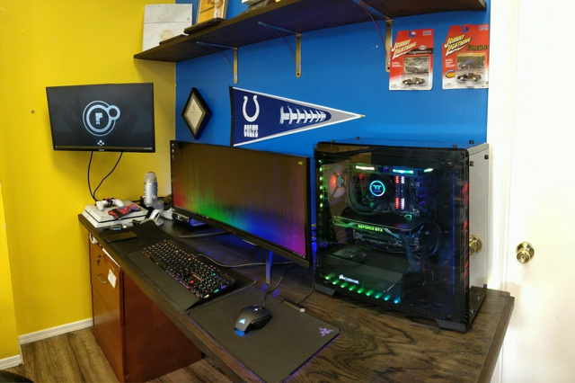 PC_Desk_UltlaWideMonitor25_55.jpg