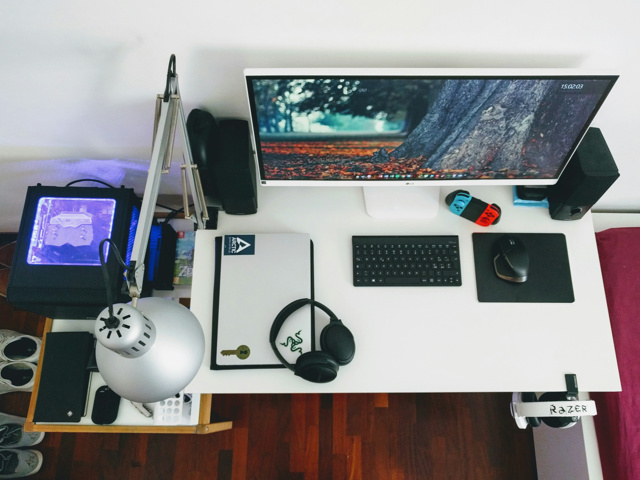 PC_Desk_UltlaWideMonitor25_72.jpg
