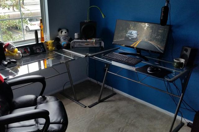 PC_Desk_UltlaWideMonitor26_03.jpg