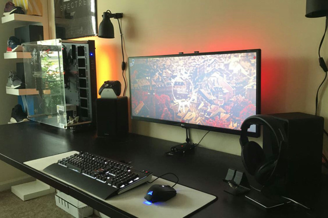 PC_Desk_UltlaWideMonitor26_08.jpg