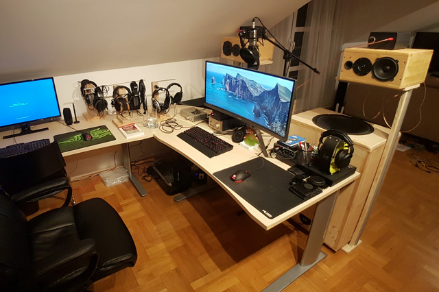 PC_Desk_UltlaWideMonitor26_100.jpg