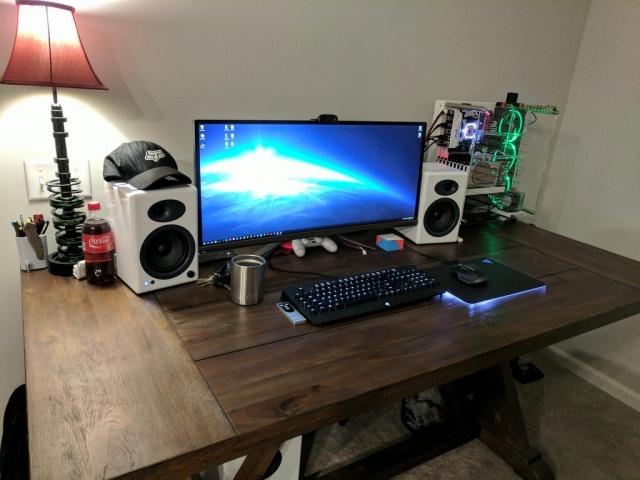 PC_Desk_UltlaWideMonitor26_16.jpg