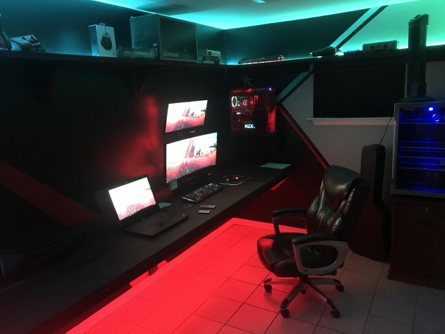 PC_Desk_UltlaWideMonitor26_23.jpg