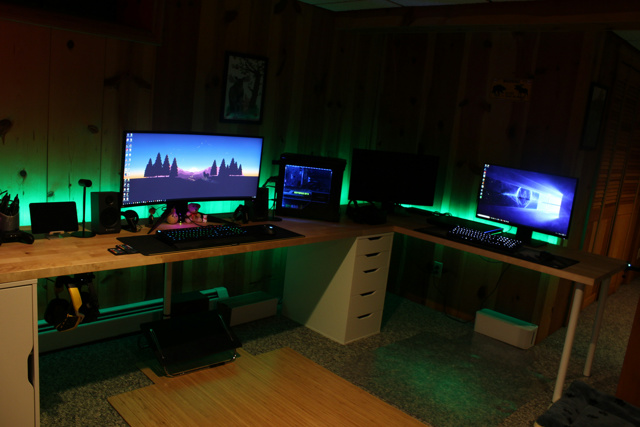 PC_Desk_UltlaWideMonitor26_24.jpg