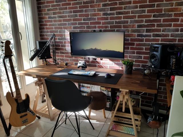 PC_Desk_UltlaWideMonitor26_47.jpg