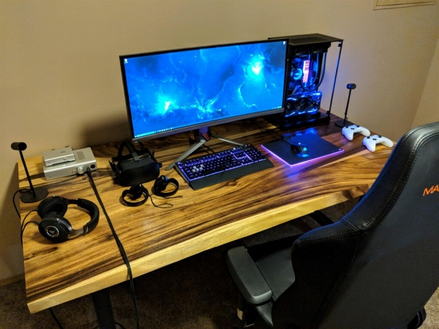 PC_Desk_UltlaWideMonitor26_56.jpg