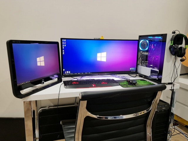PC_Desk_UltlaWideMonitor26_70.jpg