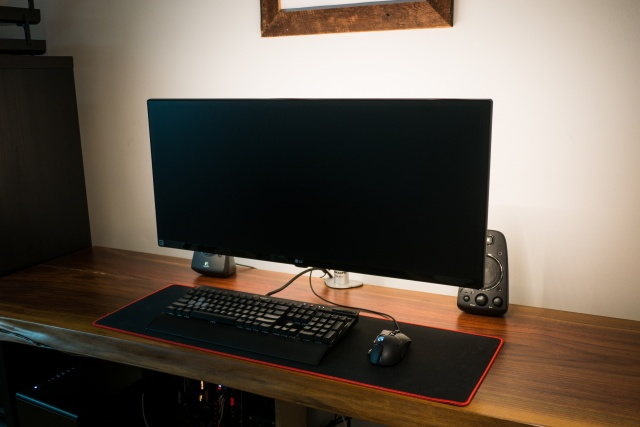 PC_Desk_UltlaWideMonitor26_97.jpg