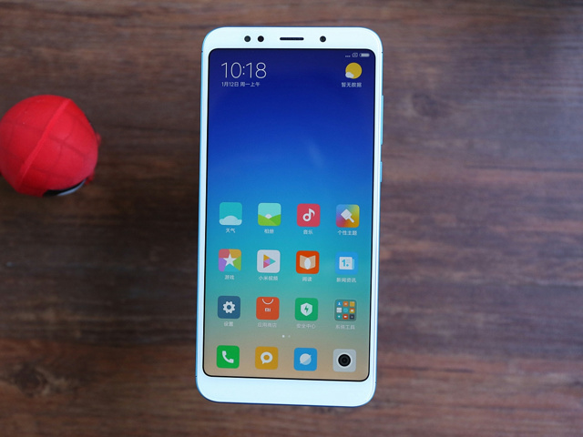 Redmi5_Plus_02.jpg
