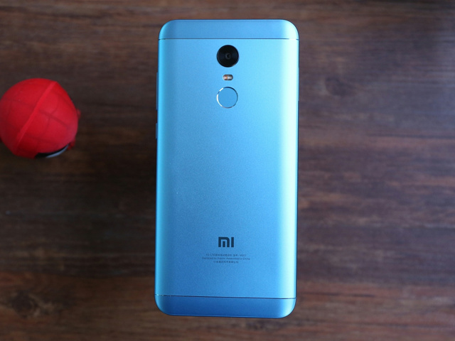 Redmi5_Plus_03.jpg