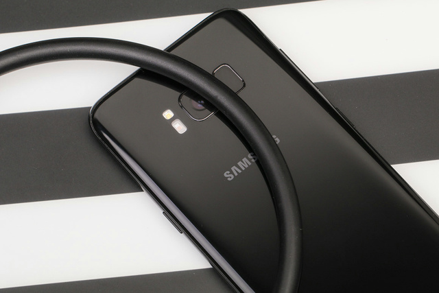 Samsung_U_Flex_07.jpg