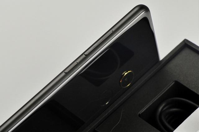 Xiaomi_Mi_MIX2_18.jpg