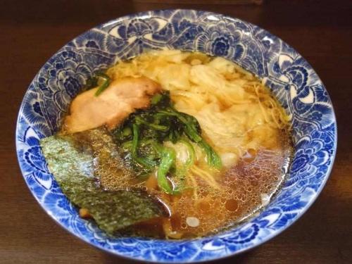 名物肉厚ワンタン麺